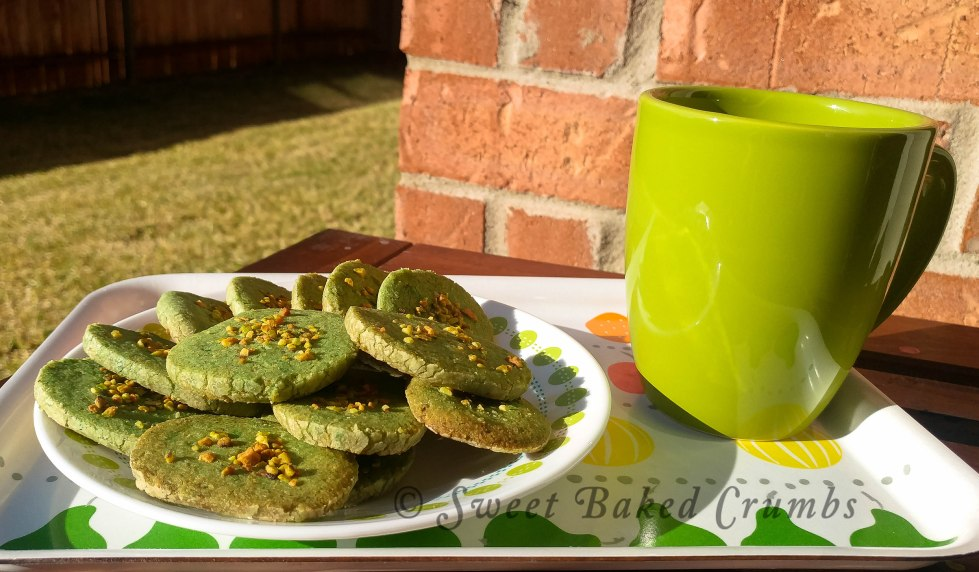 Pistachio cookies with chai